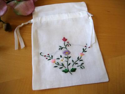 Set of 3 Linen Favor Bags with Embroidered Flower Design