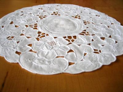 White Linen Round Doily with Daisy Cutwork