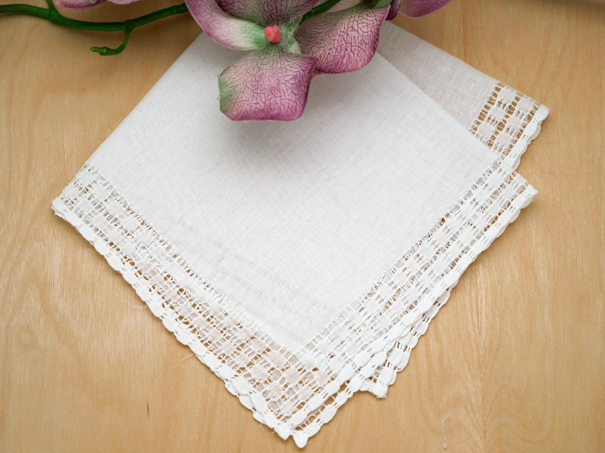 Set of 3 White Circle Band Border Handkerchiefs