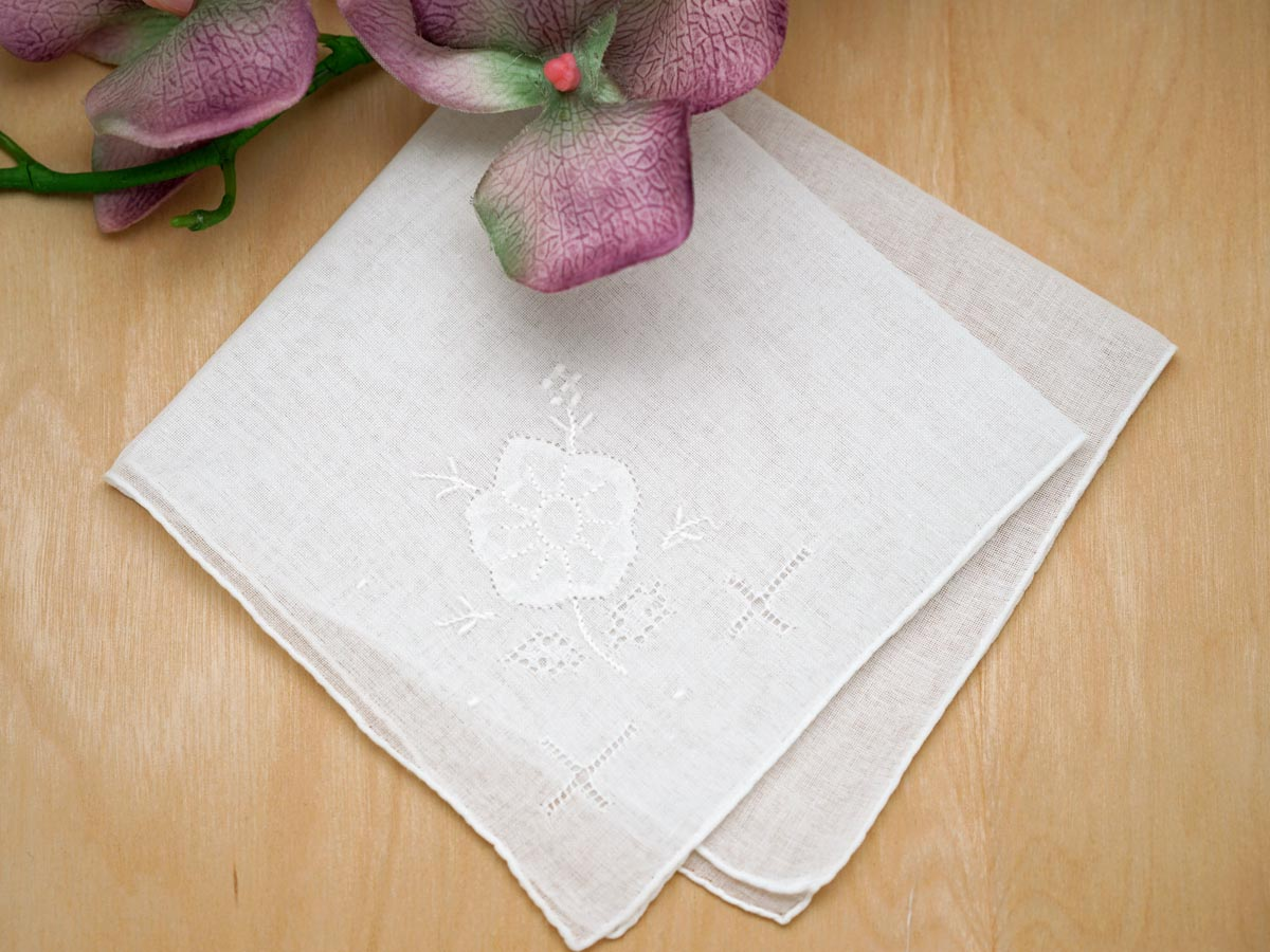 Set of 3 White Embroidered Handkerchiefs with a Daisy