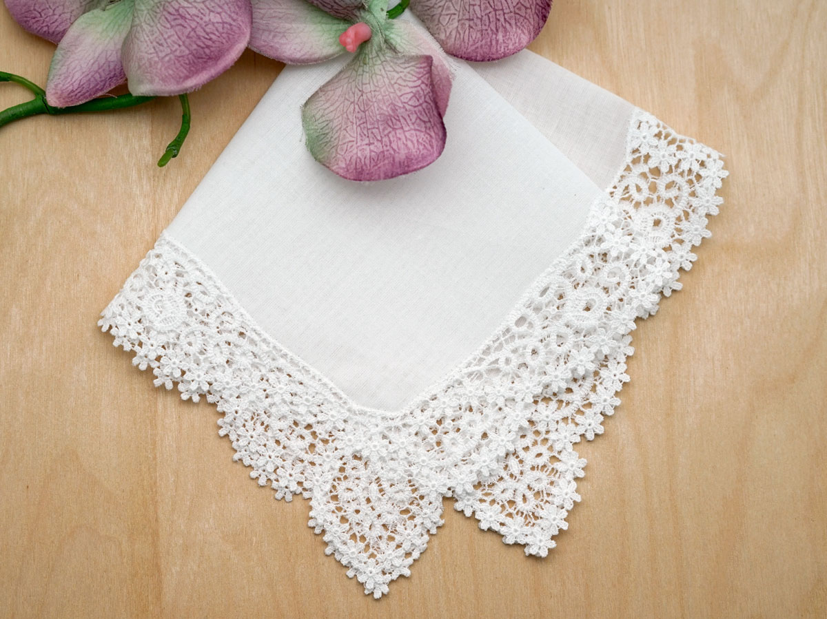 Daisy Scroll German Guipure Lace Ladies Handkerchief