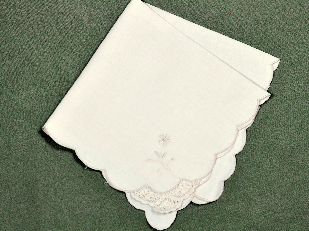 1 Dozen Ecru Dinner Napkins with Crochet Lace Corner