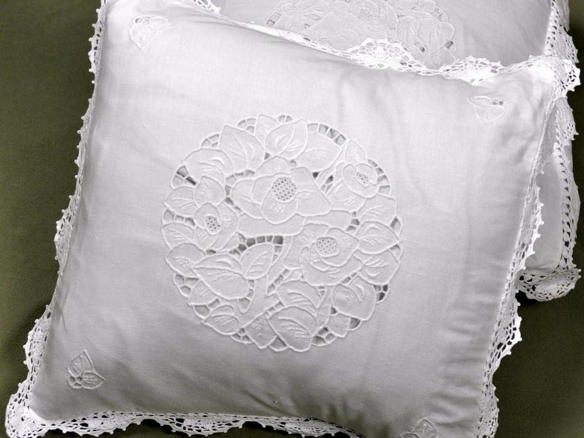 Pair of Throw Pillow Covers with Cutwork and Scallop Crochet Lac