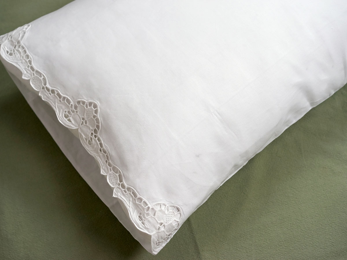 Pair of Cotton Pillowcases with Tulip Cutwork