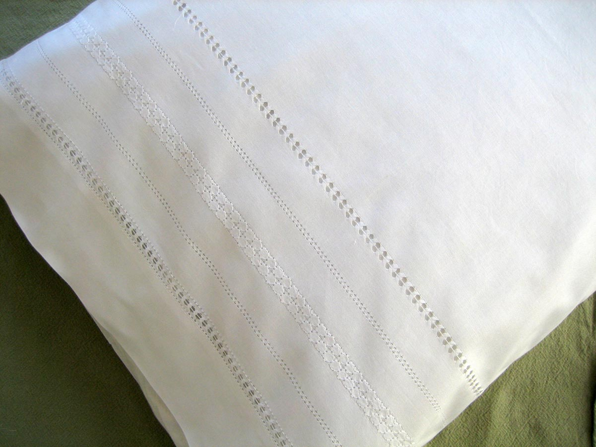 Pair of Cotton Pillowcases with Circle Band Design