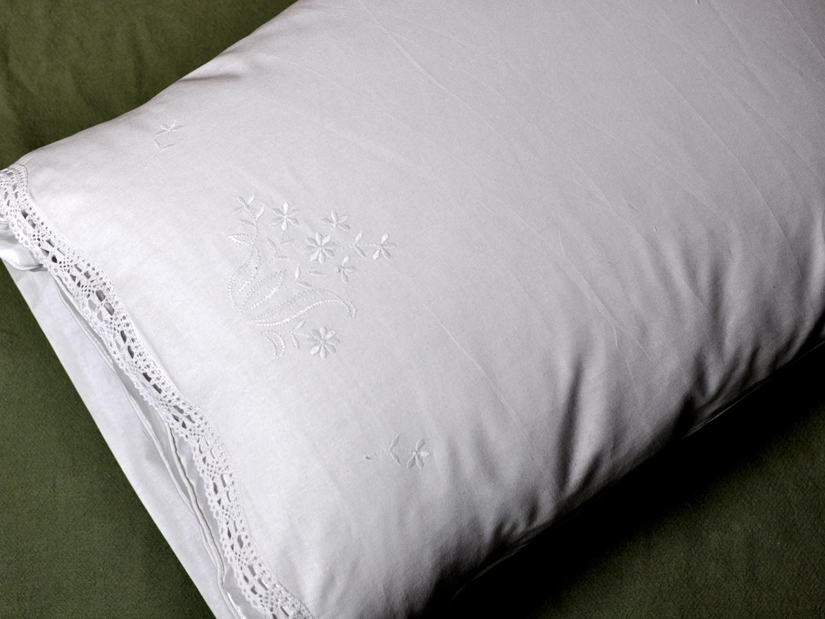 Pair of Cotton Pillowcases with Daisy and Lace Edges