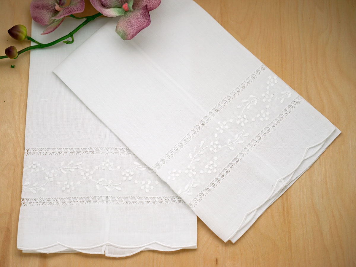 Set of 4 Linen Hand Towels with a Floral Vine Design