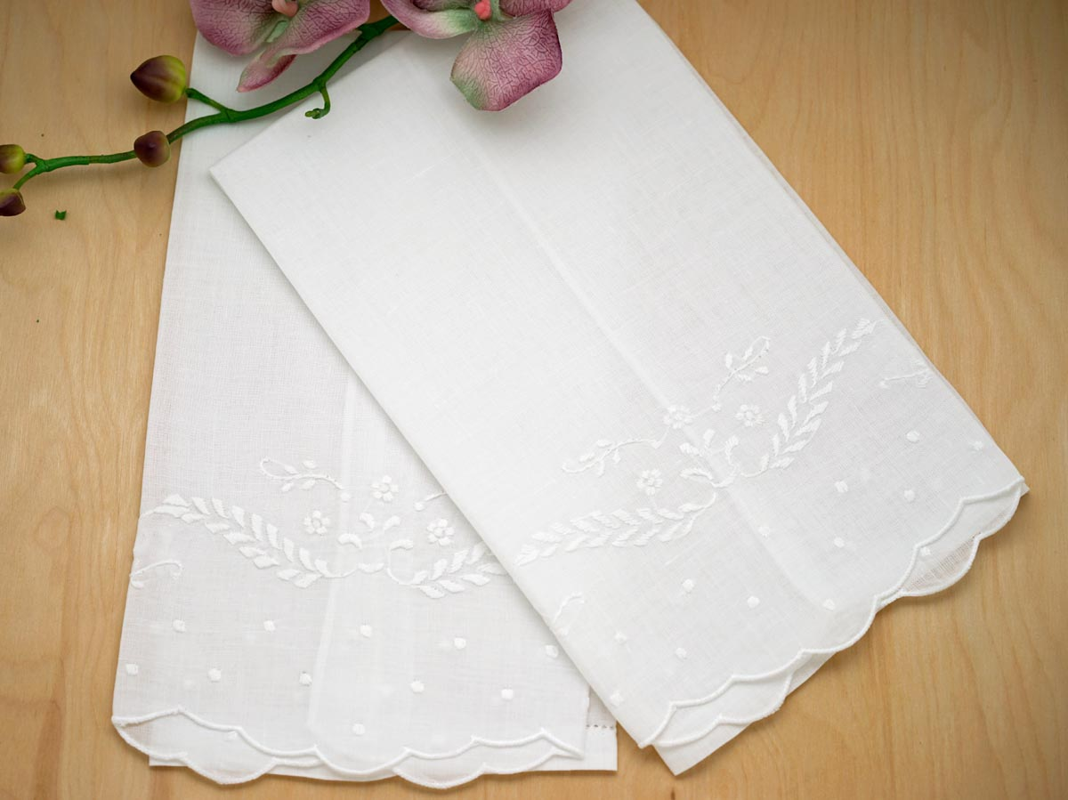 Set of 4 Linen Guest Towels with a Daisy Feather Design