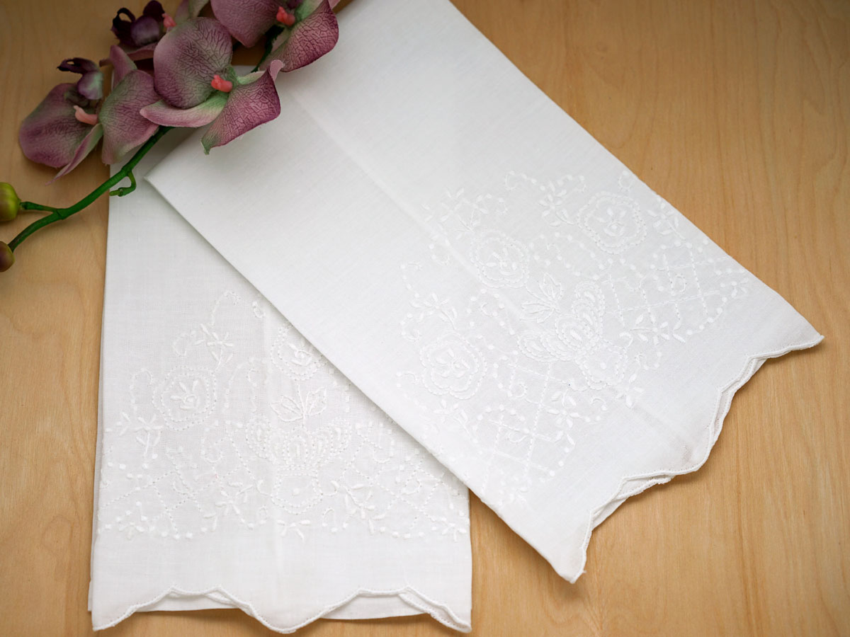 Set of 4 Linen Hand Towels with a Regal Crown Design