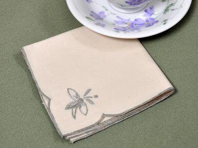 1 Dozen Ecru Lunch Napkins With A Trilium Flower