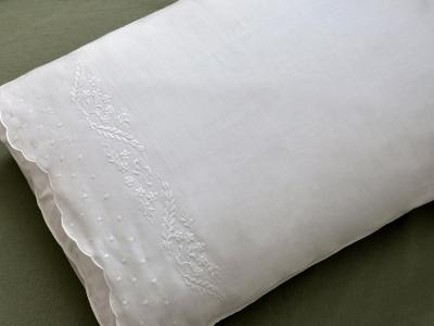 Pair of Cotton Pillowcases with Daisy Feathers
