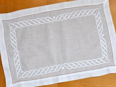 4 Pc Set White Hemstitched Linen Placemats With Wave Design