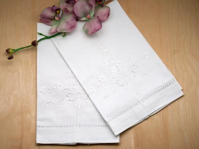 Set of 4 Linen Guest Towels with Bouquet of Flowers