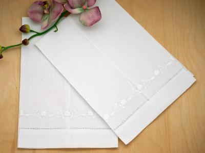 Set of 4 Linen Guest Towels with Chain of Daisies