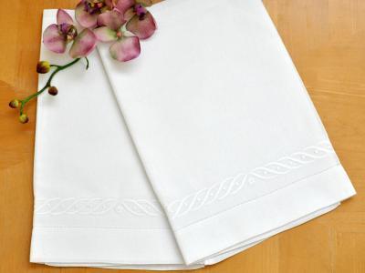 Set of 2 Linen Embroidered Wave Bath Towels
