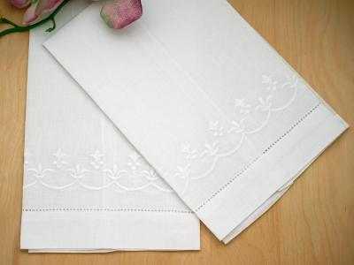 Set of 4 Linen Hand Towels with a Fleur De Lis Design