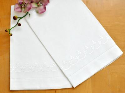 Set of 2 Linen Embroidered Fleur De Lis Bath Towels