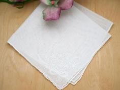 Set of 3 White Embroidered Handkerchiefs with a Daisy Bouquet