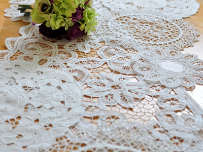 Doily Tablerunner
