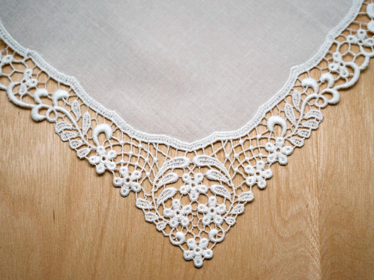 White Daisy Basket German Plauen Lace Ladies Handkerchief