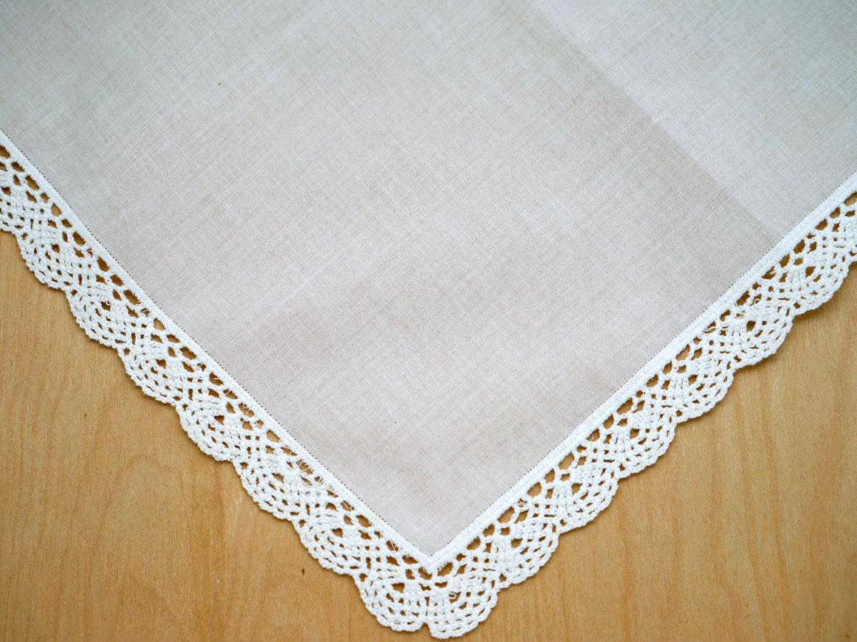Set of 3 Ivory Small Scallop Cluny Lace Handkerchiefs