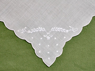 1 Dozen White Linen Dinner Napkins With Daisy Feathers