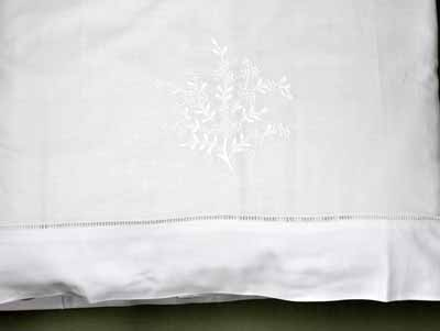 Pair of Cotton Pillowcases with Tuscan Vines