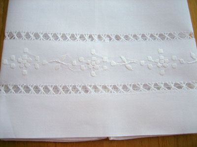 Set of 4 Linen Hand Towels with Embroidered Daisies