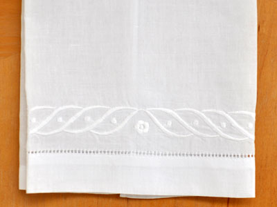 Set of 4 Linen Guest Towels with a Wave Design