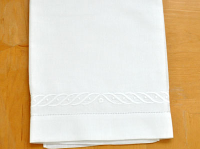 Set of 2 Linen Embroidered Wave Bath Towels