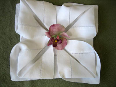 how to make a rose out of a napkin cloth